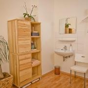 Hier halten wir für Sie Handtücher bereit, und Sie können Ihre Kleidung komfortabel aufhängen. Physiotherapie Mehlan - Düsseldorf